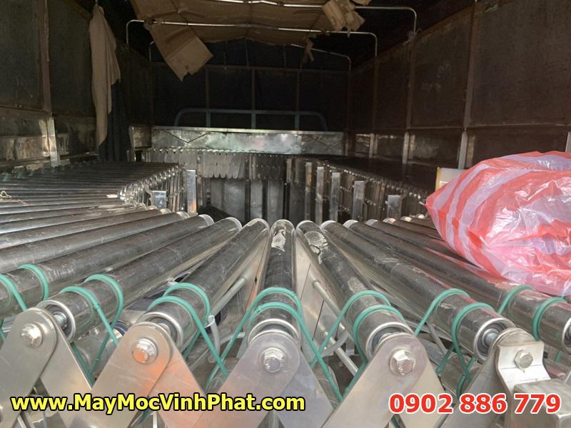 Băng tải con lăn xếp linh hoạt sử dụng dây curoa chất liệu phù hợp, độ bền cao