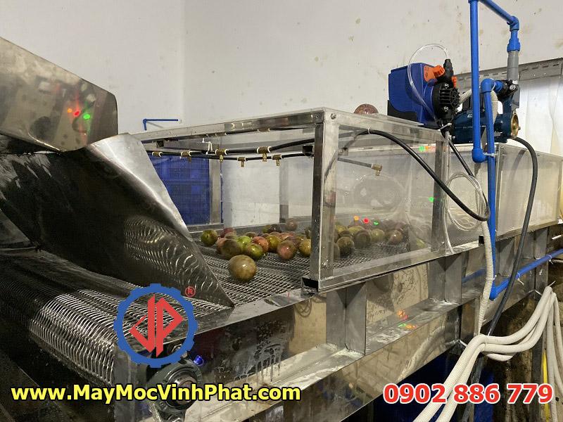 Khâu rửa phun clorin và nước nóng của máy rửa chanh dây