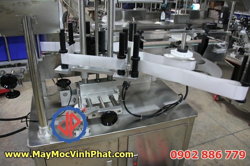 Các bộ phận đạt chuẩn GMP của máy dán nhãn chai tròn Vĩnh Phát