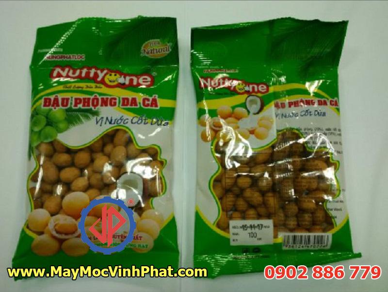Một mẫu bao bì máy đóng gói đậu phộng Vĩnh Phát thực hiện