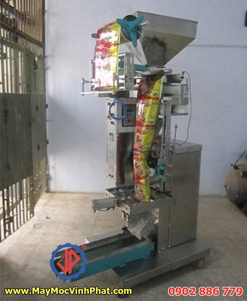 Một mẫu máy đóng gói snack, bim bim do Vĩnh Phát cung cấp