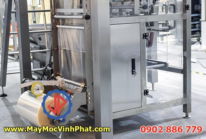 Máy đóng gói trái cây sấy tự động cấp liệu Vĩnh Phát sản xuất
