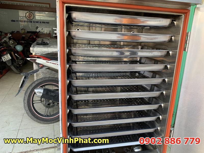Cận cảnh các khay bên trong tủ hấp công nghiệp Vĩnh Phát, tủ hấp gà bằng điện giá rẻ