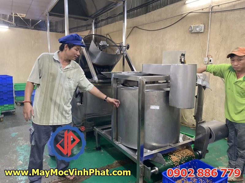 Máy ly tâm tách dầu chiên kiểu xả đáy cho ứng dụng làm đậu phộng bọc socola hoặc da cá